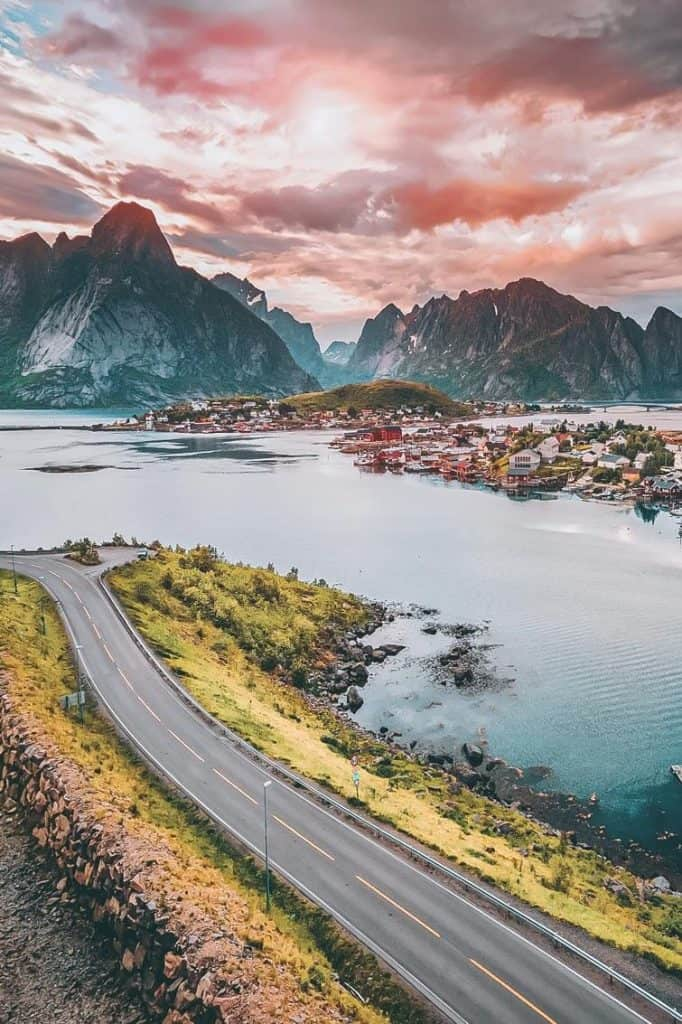 Picture of the Lofoton Islands in Norway