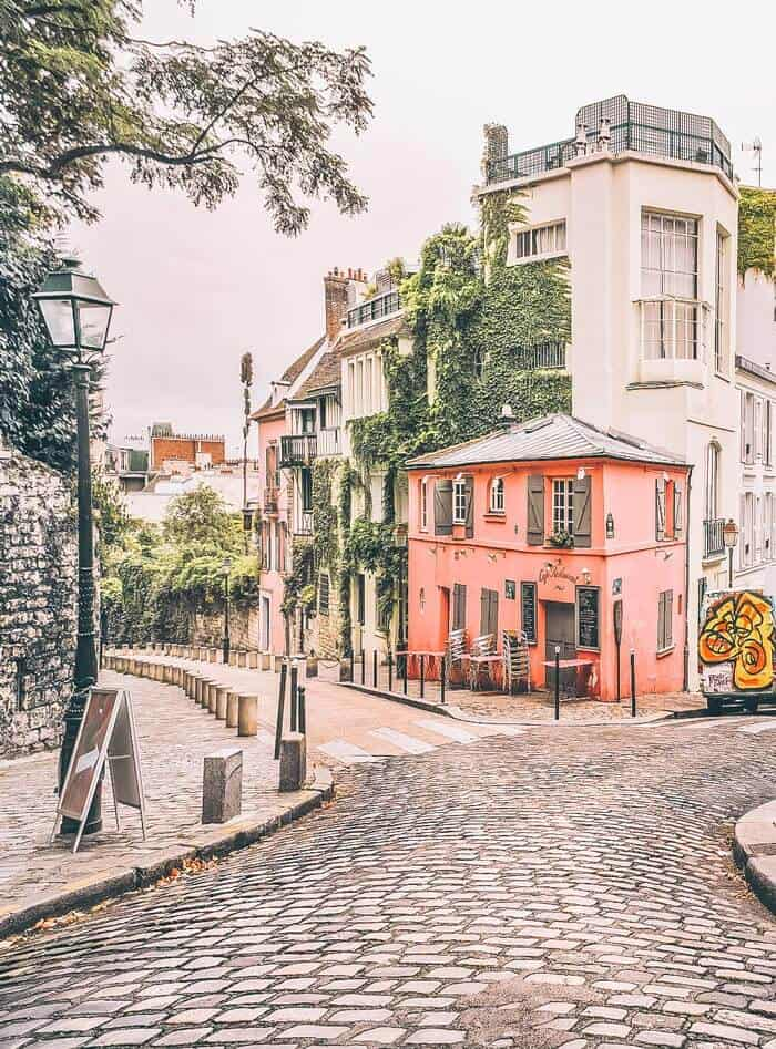 Monmartre in Paris. 2 day Paris Itinerary! Find the best places to visit in Paris in 2 days.