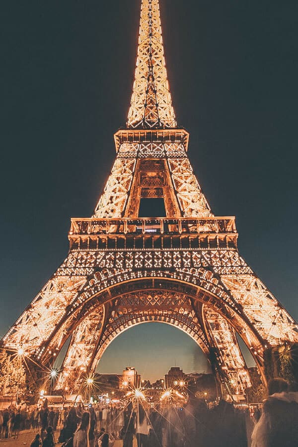 Best things to do in Paris in 2 days! Looking to knock the Eiffel Tower in Paris France off your bucket list? Here is a 2 day Paris Itinerary for travel inspiration! Explore the best of France including the Eiffel Tower, the food, culture, bakeries, Arc de Triumphe, the Louvre, Sainte Chapelle and so many incredible views of the city. Paris Photography of the Eiffel Tower at night #parisfrance #paris #travel #europe #bucketlist #avenlylane #avenlylanetravel #bucketlists   avenlylane.com