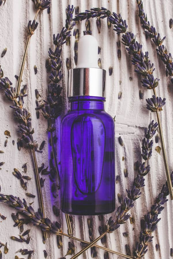 20 Lavender Essential Oil Uses That Will Blow Your Mind! Lavender is one of the most popular and well known essential oils that there is and it is for good reason. Read some of my favorite benefits of Lavender essential oil for your skin, hair, nails and so much more! #avenylane #essentialoils #lavender #aromatherapy