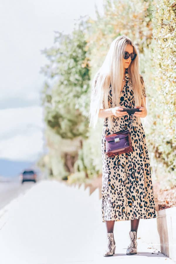 You have to add this leopard print dress to your fall must haves! No fall outfit will be complete without a leopard dress! | www.avenlylane.com #avenylanefashion #avenlylane #fallfashion #falloutfits #outfits #dresses #leopardprint #ootd