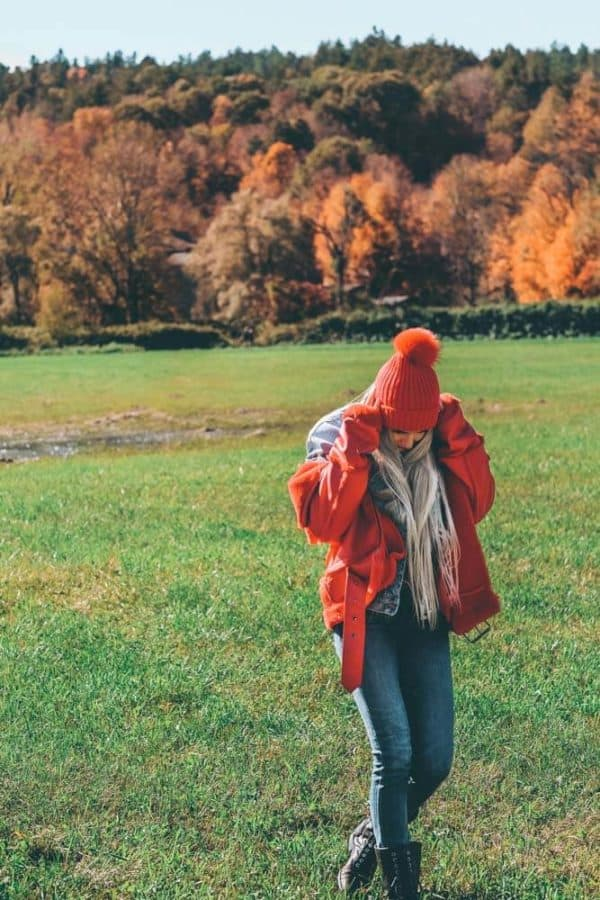 Stowe Vermont Fall Foliage - What to wear to Vermont in the Fall #fall #vermont #travelstyle #travel #stowevermont #fallfashion #falloutfits #avenlylanefashion #avenlylanetravel #avenlylane | www.avenlylane.com
