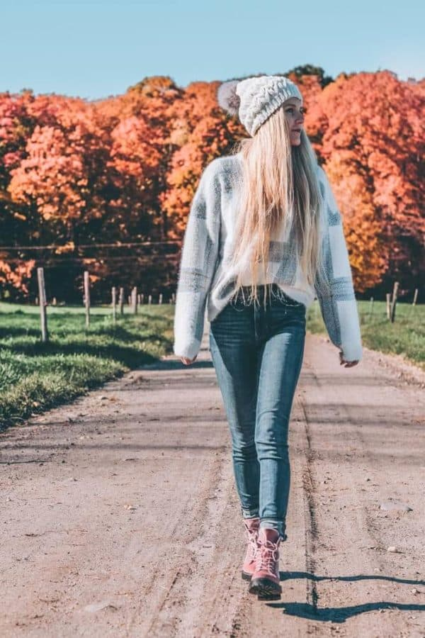 Fall Fashion and Fall Leaves in Vermont! Travel Outfits - What I wore in Stowe, Vermont. #shoes #avenlylane #AVENLYLANEFASHION #expressjeans #asos #sweaters #fashion #falloutfits #fallfashion #falltrends #vermont #traveloutfits #hikingboots #fallboots #fashion