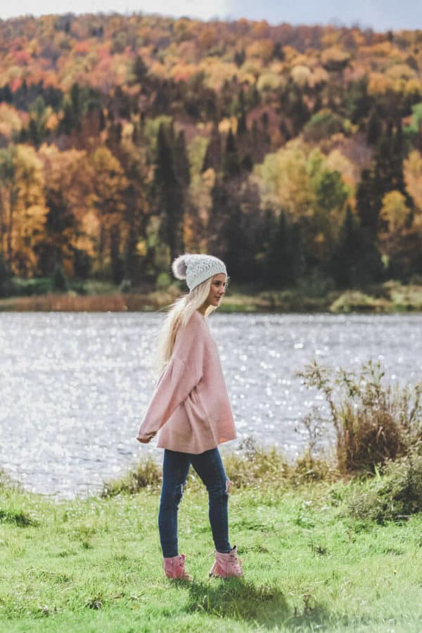 No Fall Outfit is Complete Without an Oversized Sweater! Let me know what you think of this fall trend on www.avenlylane.com | #AVENLYLANE #dress #dresses #falloutfits #falldresses #fallstyle #styleinspiration #style #outfits #fashion #fallfashion