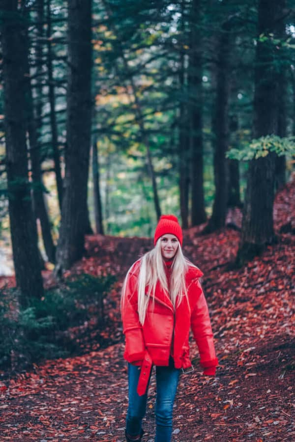 Cute Fall Hiking Outfit - Vermont Fall Fashion Style. #falloutfits #fall #style #styleinspiration #travelstyle #fashionblog #fashionblogger #fashion #hiking #hikes
