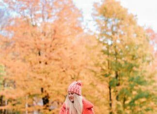 Vermont Fall Foliage Photos! If you have never been to Vermont or the New England area around fall you are seriously missing out. It was INCREDIBLE! #AVENLYLANE #AVENLYLANETRAVEL #AVENLYLANEFASHION #vermont #falloutfits #falltravel #fallfoliage #newengland #travelblog #fashionblog
